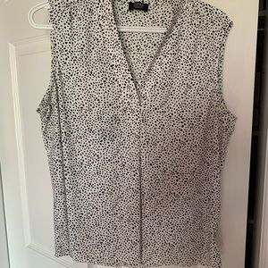 4/$30- Black and White Patterned Blouse